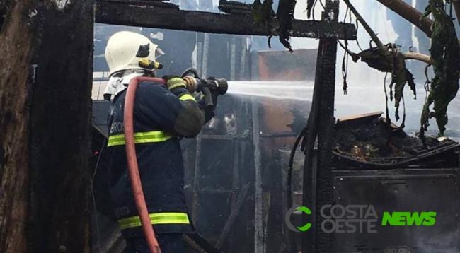 Incêndio destrói residência em Santa Terezinha de Itaipu