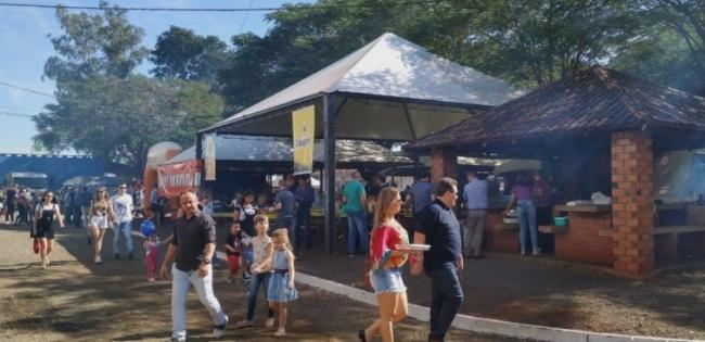 Festival da Carne Suína encerra festa de Entre Rios do Oeste
