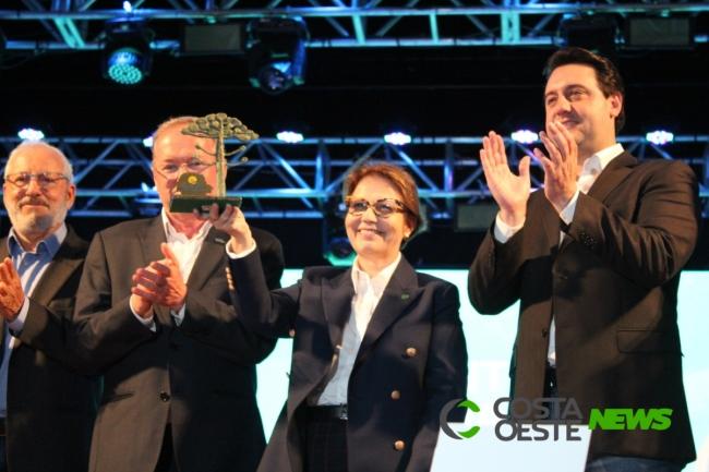 Centro de Eventos da Lar recebe dois mil cooperativistas de todo o Paraná