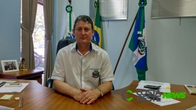 Prefeito Jones fala a respeito de novo decreto que autoriza a reabertura do comércio em Entre Rios do Oeste