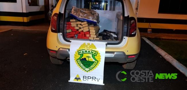 PRE apreende drogas e veículo na PR 317 em São José das Palmeiras
