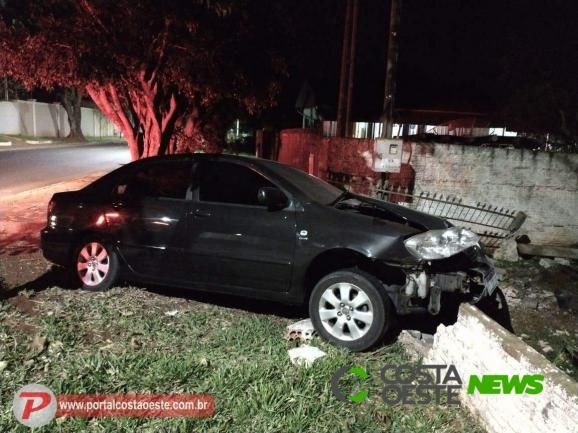 Motorista colide veículo contra muro em Santa Terezinha de Itaipu