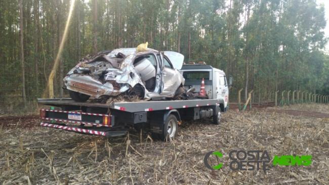 Jovens roubam veículo, fogem em alta velocidade e capotam na BR-163 em Guaíra