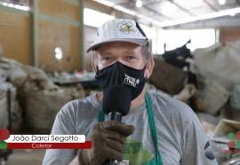 O Coletor João Darci Segatto, explicou que os recicláveis são o 'ganha pão' dos associados