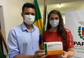 Prefeito Antonio França e Secretária de Saúde, Rosangela Fiametti - Foto: Assessoria