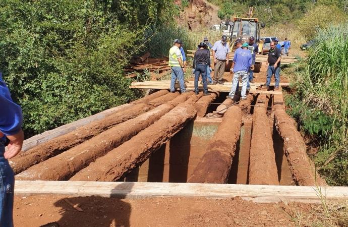 Administração de Medianeira recupera ponte nas comunidades de São Brás e Javali