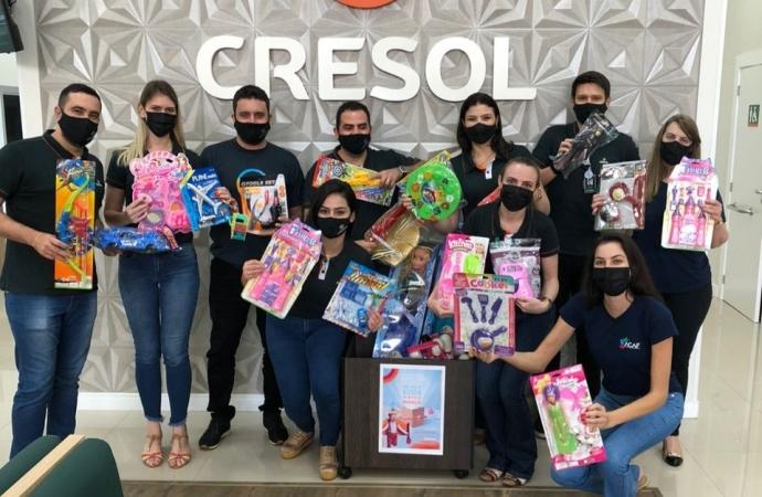 Agência Cresol de São Miguel do Iguaçu entrega brinquedos para ACAF