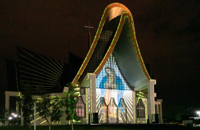 Aproveite o último fim de semana da projeção mapeada do Natal de Luzes da Itaipu