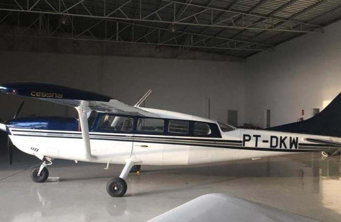 Avião é roubado em Foz do Iguaçu após família ser rendida por bandidos