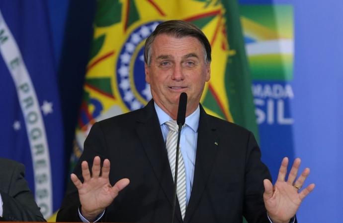 Bolsonaro pede para caminhoneiros liberarem as estradas, mas paralisação continua