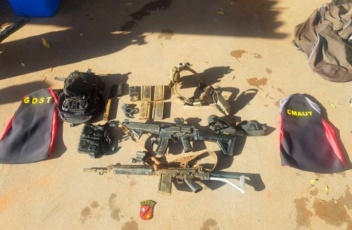 Bombeiros encontram fuzis perdidos durante missão policial no Rio Paraná