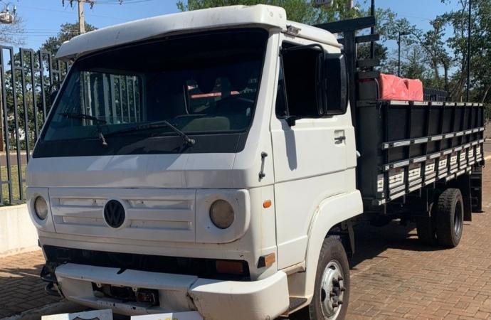 BPFRON e PF apreendem caminhão carregado com 3.500 pacotes de cigarros em Entre Rios do Oeste