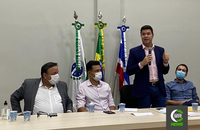Chefe da Casa Civil, Guto Silva reúne-se com prefeitos da região