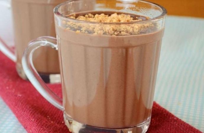 Chocolate quente com paçoca