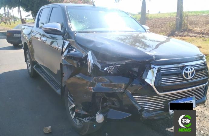 Colisão entre camionete e moto deixa uma pessoa ferida na PR 488 em Santa Helena