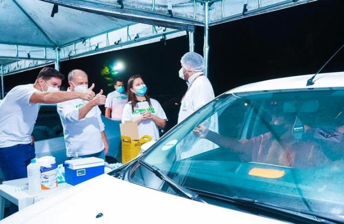 Com Corujão, Paraná começa a vacinar população contra a Covid-19 também à noite