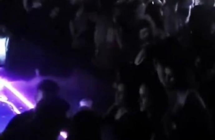 Com restrições em Foz, brasileiros participam de balada com aglomeração em CDE