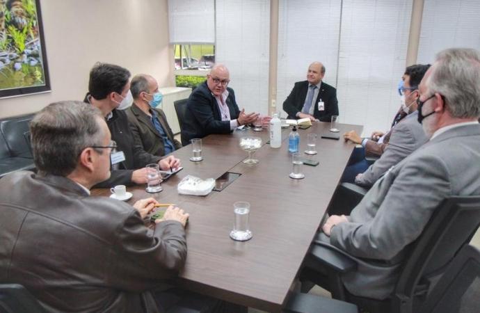 Comitiva da Nova Ferroeste conhece potencial de integração de Foz do Iguaçu