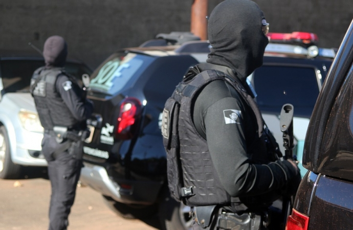 Detentos começam a ser remanejados da carceragem  de Santa Helena para a penitenciária em Foz