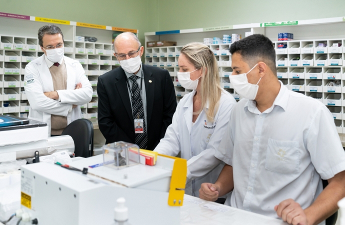 Diretor de Itaipu visita primeiro bloco reformado do plano de expansão do HMCC