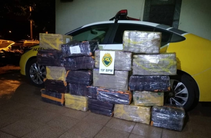 Em fuga da PM, carro carregado com 300 kg de maconha se envolve em acidente em Guaíra
