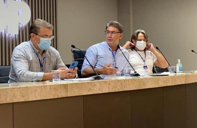 Em votação apertada, prefeitos da Amop decidem seguir decreto estadual