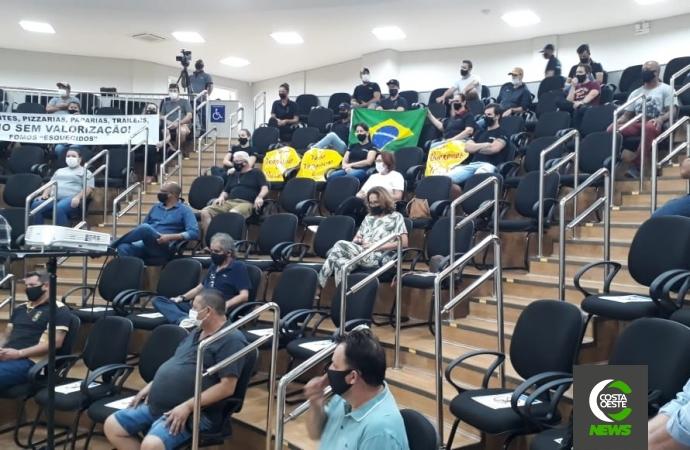 Empresários de Medianeira fazem manifestação e pedem abertura dos estabelecimentos