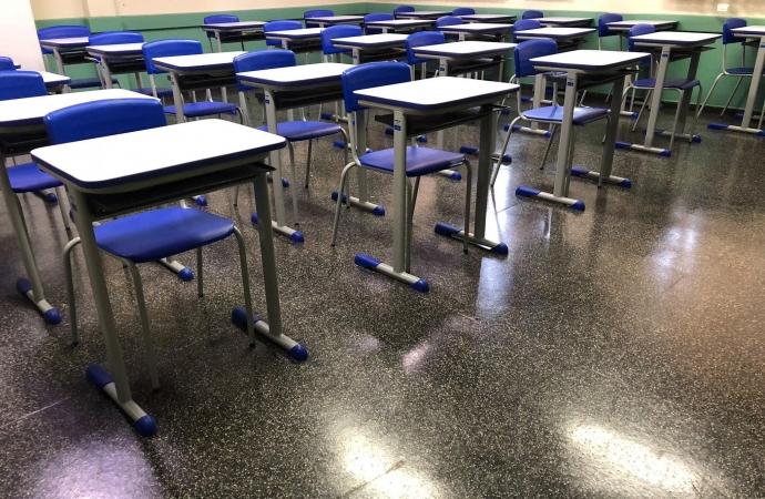 Escolas Municipais de Foz já tem 17 professores infectados com coronavírus