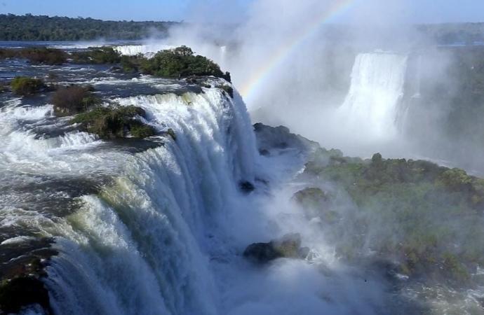 Espetáculo: Vazão das Cataratas do Iguaçu atinge dois milhões de litros d'água por segundo