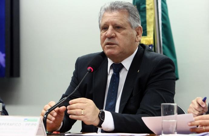 Ex-deputado federal Dilceu Sperafico está internado após contrair a covid-19