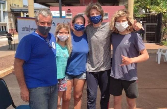 Família argentina é primeira a passar pela Ponte Tancredo Neves após 18 meses fechada