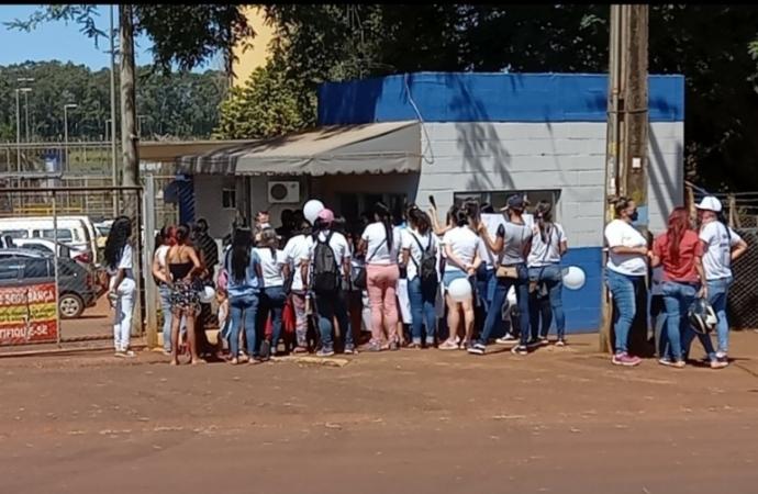 Familiares de presos protestam em Foz contra proibição de visitas nas penitenciárias