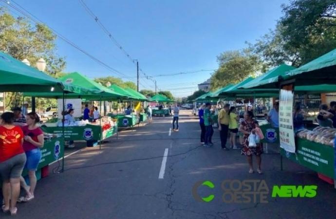 Feira do Produtor de Santa Helena acontece hoje com consumo no local; aproveite