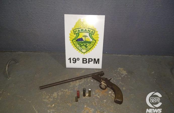 Filha entrega arma à polícia após pai atirar contra vizinho em Santa Helena