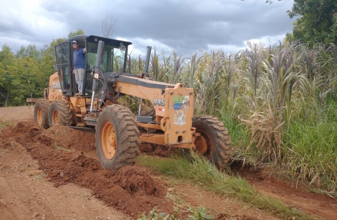 Serviço de patrolamento é iniciado em estradas na região da Formiga em Missal