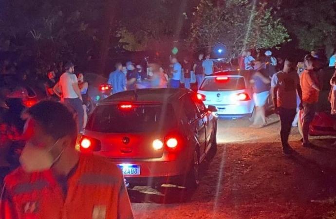 Força-tarefa dispersa festa rave com 600 jovens em chácara de Foz