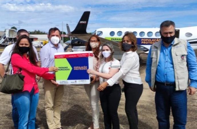 Foz do Iguaçu recebe 3,4 mil vacinas da AstraZeneca contra Covid-19