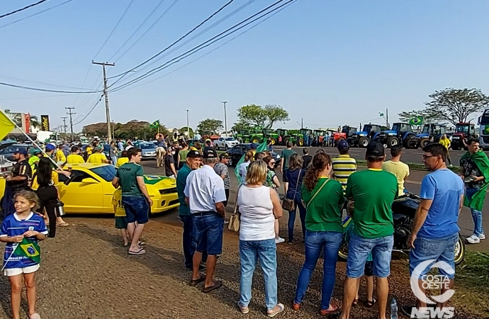 Grande número de apoiadores de Bolsonaro se reúnem em São Miguel do Iguaçu