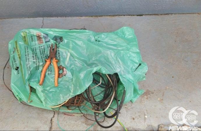Homem é preso em flagrante pela PM em Santa Helena furtando fios em residência