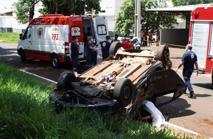 Homem morre após capotar veículo na Rua da República, no Parque Presidente em Foz
