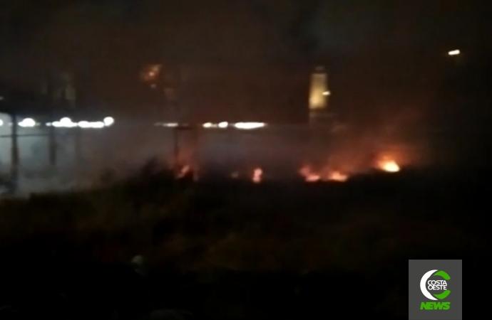 Incêndio destrói vegetação em Medianeira