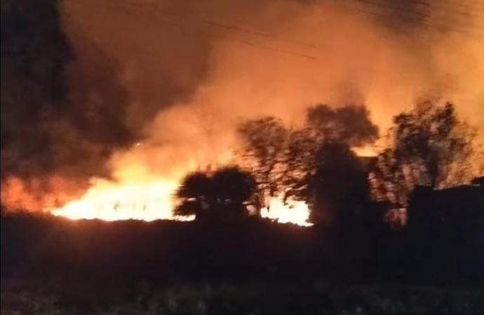 Incêndio mobiliza Corpo de Bombeiros no Distrito de Aurora do Iguaçu