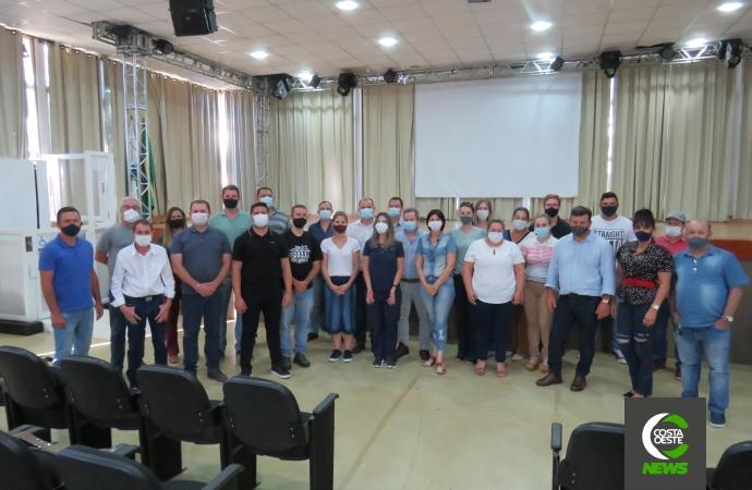 Lideranças de Santa Helena visitam hospital filantrópico em Assis Chateaubriand