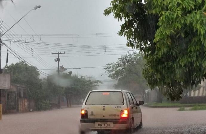 Mais de 50 casas foram alagadas pela chuva em Foz do Iguaçu
