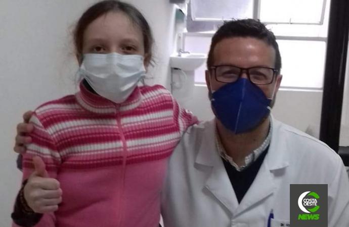 Maria Eduarda, de 12 anos, precisa de ajuda para realizar cirurgia de Escoliose com urgência