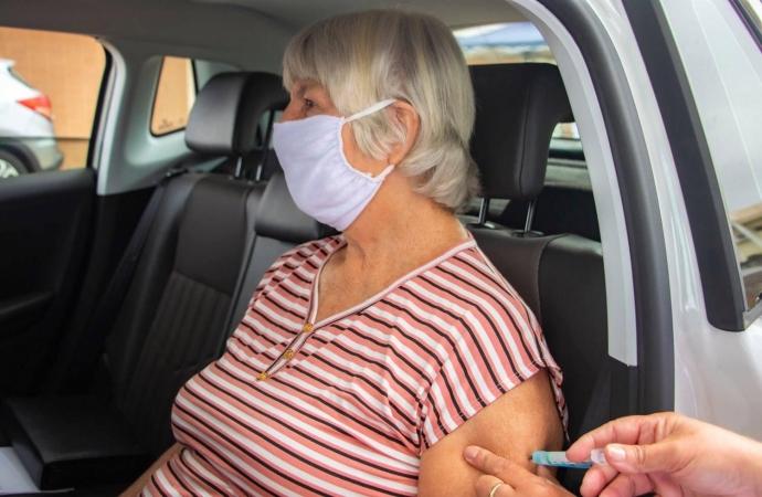 Medianeira terá drive-thru de vacinação para idosos de 66 anos acima
