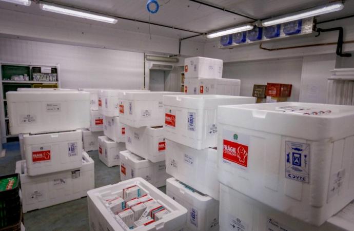 Ministério da Saúde confirma novo lote com 332,9 mil vacinas contra a Covid-19 ao Paraná