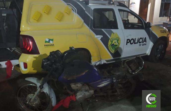 Motocicleta possivelmente utilizada em homicídio em Santa Helena é encontrada pela PM queimada