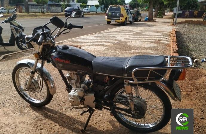 Na contramão, motociclista sem CNH tenta fugir da PM em Santa Helena, mas acaba detido
