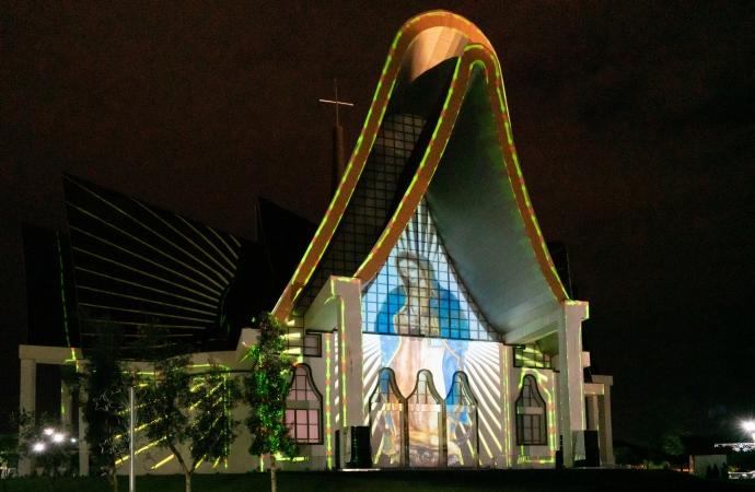 Natal de Luzes de Itaipu reforça turismo religioso da Catedral Nossa Senhora de Guadalupe, em Foz do Iguaçu